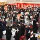 日系5団体=日伯国旗手にビバ! 万歳!=『令和』祝賀晩餐会に200人=世界で最も早い公式行事