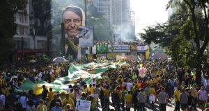 パウリスタ大通りでのデモの様子(Rovena Rosa/Agencia Brasil)