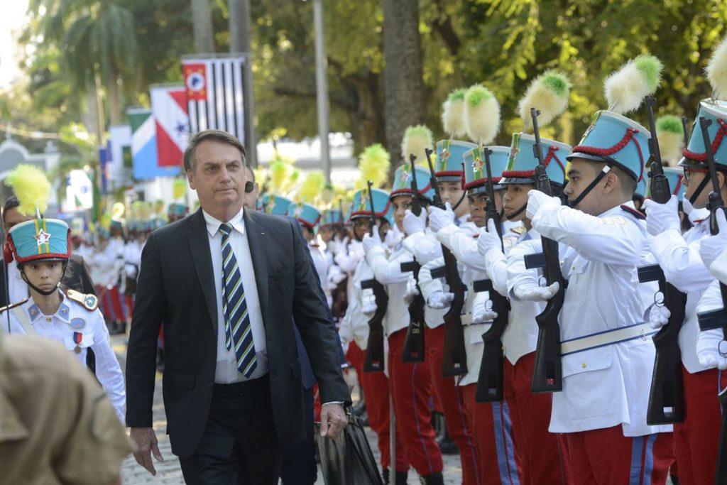 リオの軍学校創立130周年式典に参加したボウソナロ大統領(Fernando Frazao/Ag. Brasil)