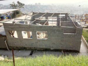 壁までを建て上げた新しい教室(Divulgação/Na Ponta dos Pés)