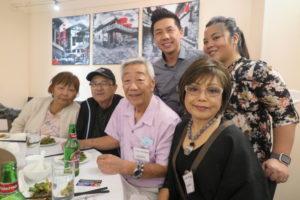 沖縄県人会の皆さん。手前が本竹絹子さん、その後ろがミヨリ・パンス会長