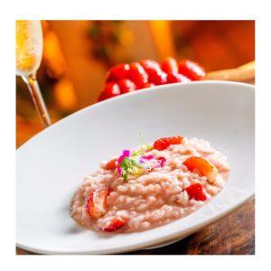 恋人の日向けの特別料理、パルメザンチーズの鶏肉リゾット「Risotto alla Fragola」