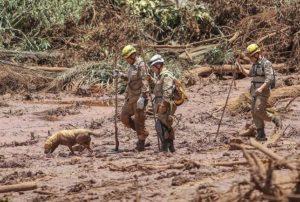 事故直後の被災者捜索の様子(Ricardo Stuckert/Agencia Brasil)