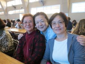 娘2人ときた平川貞子さん(左)