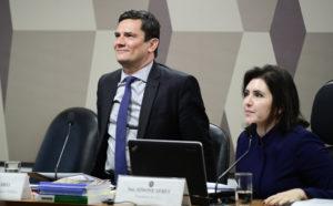 19日に上院憲政委員会で、ヴァザジャット疑惑に関して弁明するモロ法務大臣(Pedro Franca/Agencia Senado)