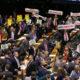 《ブラジル》社会保障制度改革=下院本会議での審議始まる=やはり議員割り当て金頼み=女性の満額受給は35年に=審議順延要請を331票で否決