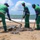 北東部原油汚染=漂着量が再び増える=流出源は700キロ沖か=回復には数十年を要す?