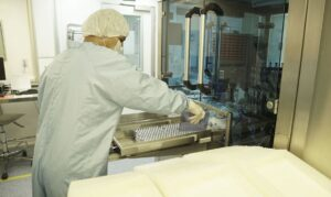 感染拡大抑制に期待がかかるワクチンの製造現場(Bio-Manguinho/Fiocruz)