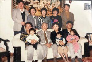 1990年頃のバンさんのご両親と子どもや孫たち