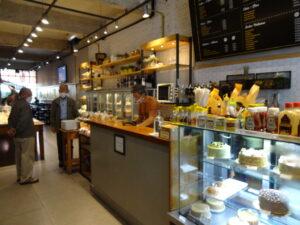 鄭夏源さんも通うボン・レチーロ地区で韓国人が営業する新しいカフェテリア
