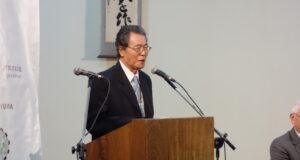 2017年ブラジル力行会館のイベントで挨拶する永田久主宰(学校法人力行会総務部長の田中直樹氏提供)