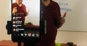 オンライン授業中のモハマドさん