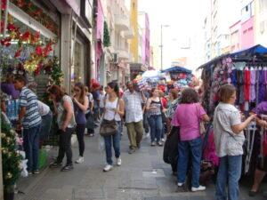 女性も多く行き交うサンパウロの公共の場