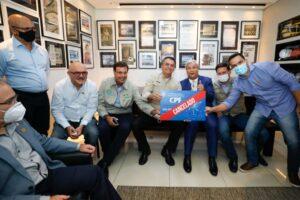 「死者冒涜」との批判が噴出した写真でもマスク不着用の大統領(Alan Santos/PR)