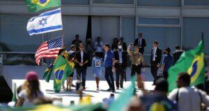 イスラエル国旗が使われた20年5月の反民主主義集会(facebook)