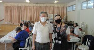 右から小田会長と妻のLourdinhaさん