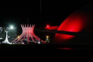 ライトアップされたカテドラルと博物館