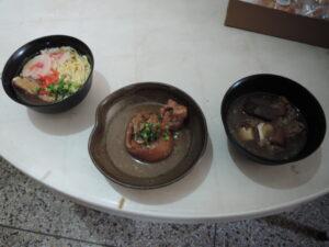 販売された沖縄料理(左から、沖縄そば、テビチ、ヤギ汁)