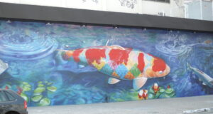 巨大な錦鯉の壁画