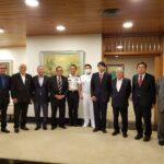 日本国大使館の晩餐会に参加した皆さん(右から4人目が山田大使、一番左がロマオ大佐、中央上下白い軍服が浅野大佐、左が金井氏)