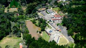 広大な憩の園の敷地