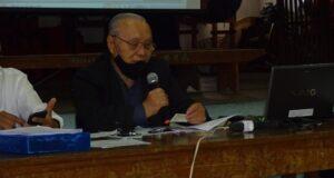 総会で事業報告する山村敏明会長