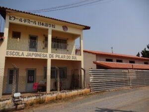JICAの補助金で建築中の日本語教室(右)