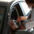 ドライブスルーでワクチン接種を受ける人(Rovena Rosa/Agencia Brasil)